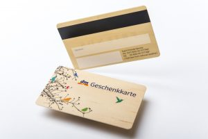Scheckkarte und Bonuskarten aus Holz produzieren und drucken